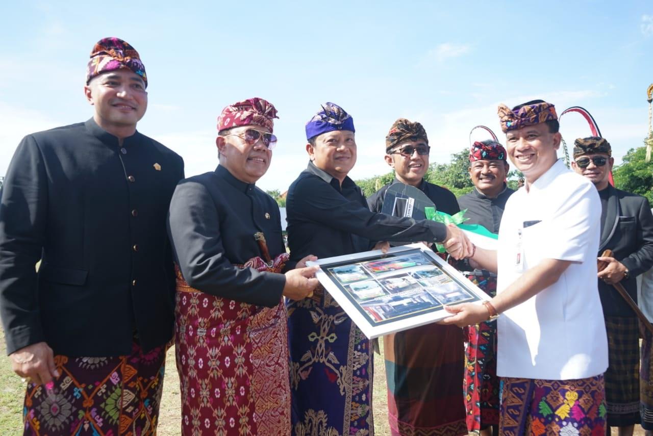 WALI Kota Denpasar, IB Rai Dharmawijaya Mantra, bersama Wakil Wali Kota, IGN Jaya Negara, dan Sekda Kota Denpasar, AAN Rai Iswara, bersama Forkopimda Kota Denpasar saat apel peringatan HUT ke-232 Kota Denpasar di Lapangan Lumintang, Kamis (27/2/2020).