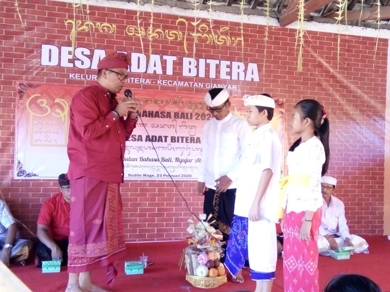 Lomba nyastra Bali yang digelar Desa Adat Bitera, Gianyar, Minggu (23/2/2020).