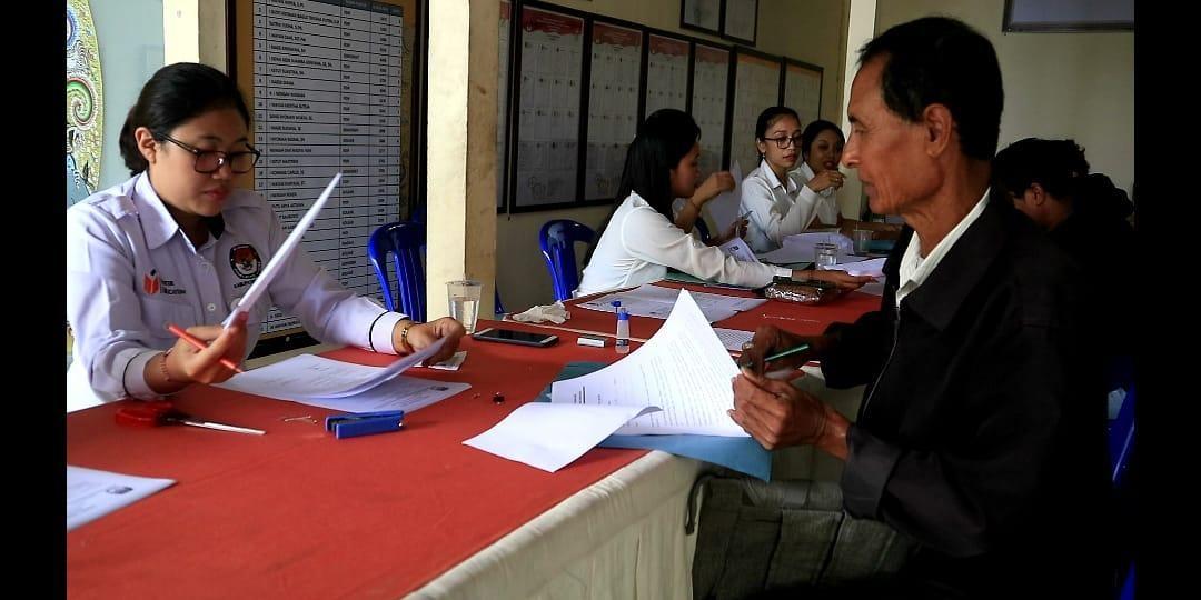 Foto: PANJANG POS BALI/GIA KPU Bangli memperpanjang pendaftaran rekrutmen calon Panitia Pemungtan Suara (PPS).