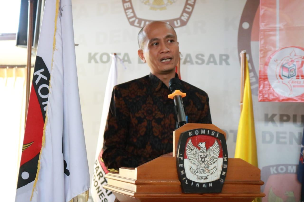 Ketua KPU Denpasar, Wayan Arsajaya