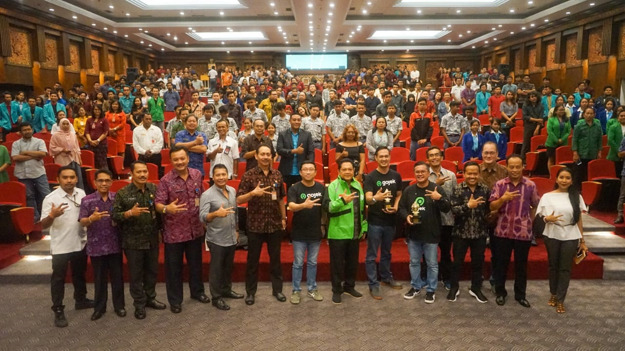 Foto bersama saat pelaksanaan Ignition Startup Digital di Dharmanegara Alaya Kota Denpasar, Rabu (4/3/2020). Foto: raka prama