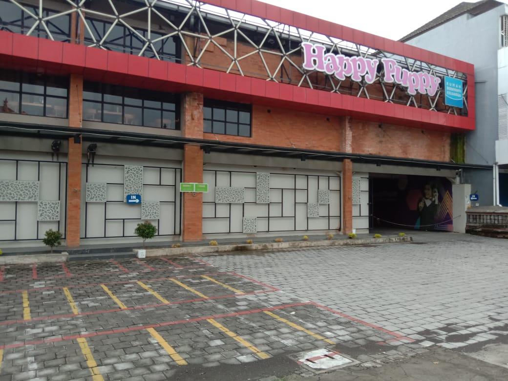 POS BALI/RAP Salah satu tempat hiburan (karaoke) yang ada di bilangan Jalan Gatot Subroto, Denpasar, pada Jumat (27/3) tampak tutup dan sepi dari aktivitas.