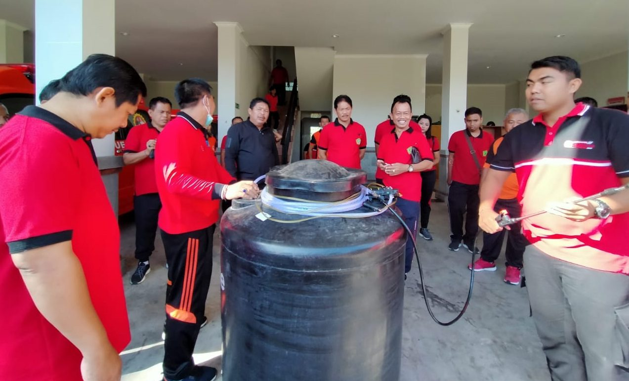 BUPATI Artha saat mengecek posko Satgas Penanggulangan Covid-19, Jumat (20/3/2020). Foto: man