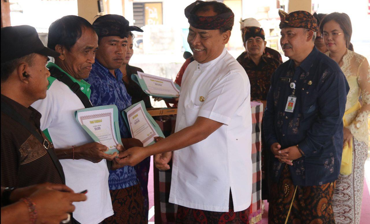 BUPATI Bangli, I Made Gianyar, meresmikan dan serah terima kegiatan Pamsimas III di Desa Bayung Gede, Kamis (12/3/2020). Foto: istimewa