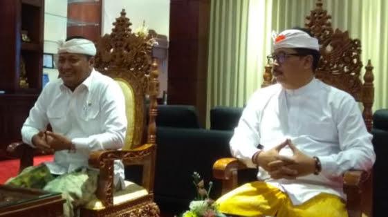 BUPATI Gianyar, Made Mahayastra dan Wakil Bupati Anak Agung Mayun. Foto: kadek adiputra