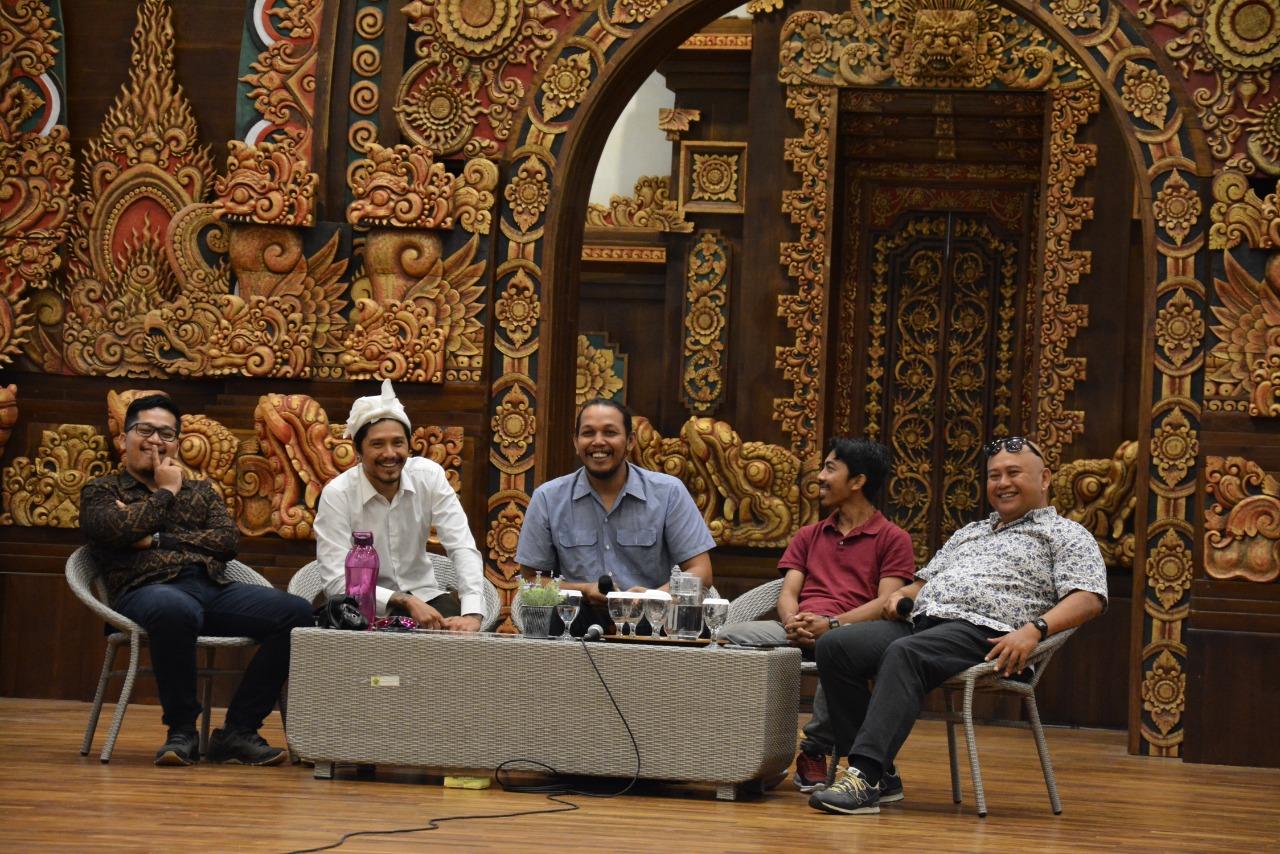 """KEGIATAN """"Creative Talk 4.0"""" mengisi agenda di Dharmanegara Alaya pada Sabtu (7/3/2020) yang menghadirkan empat orang narasumber yakni Mamar Herayukti, Kedux, Duwi Arsana, dan Arya Brata. Foto: putu gede raka prama"""