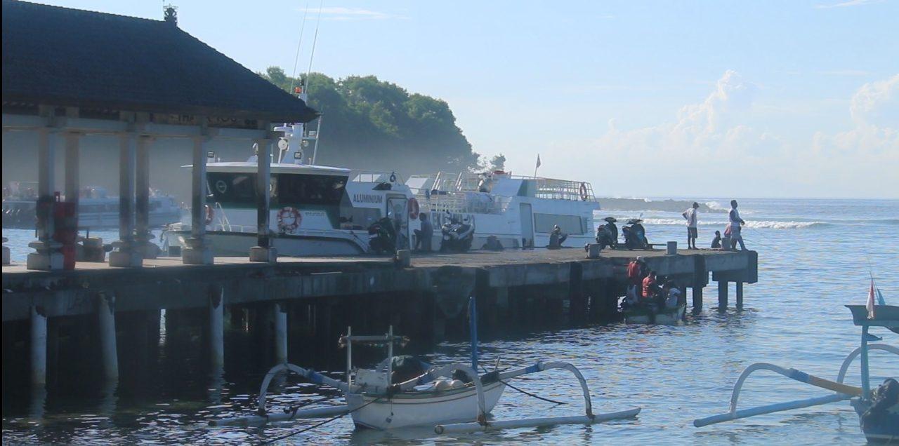 FASTBOAT yang sebelumnya melayani penyeberangan ke Lombok dikandangkan di Pelabuhan Padangbai, Karangasem. Foto: nengah adi suda dharma
