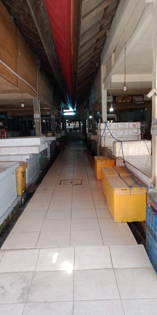 SUASANA pasar ikan Desa Adat Kedonganan yang telah tutup sementara. Foto: yuliantara