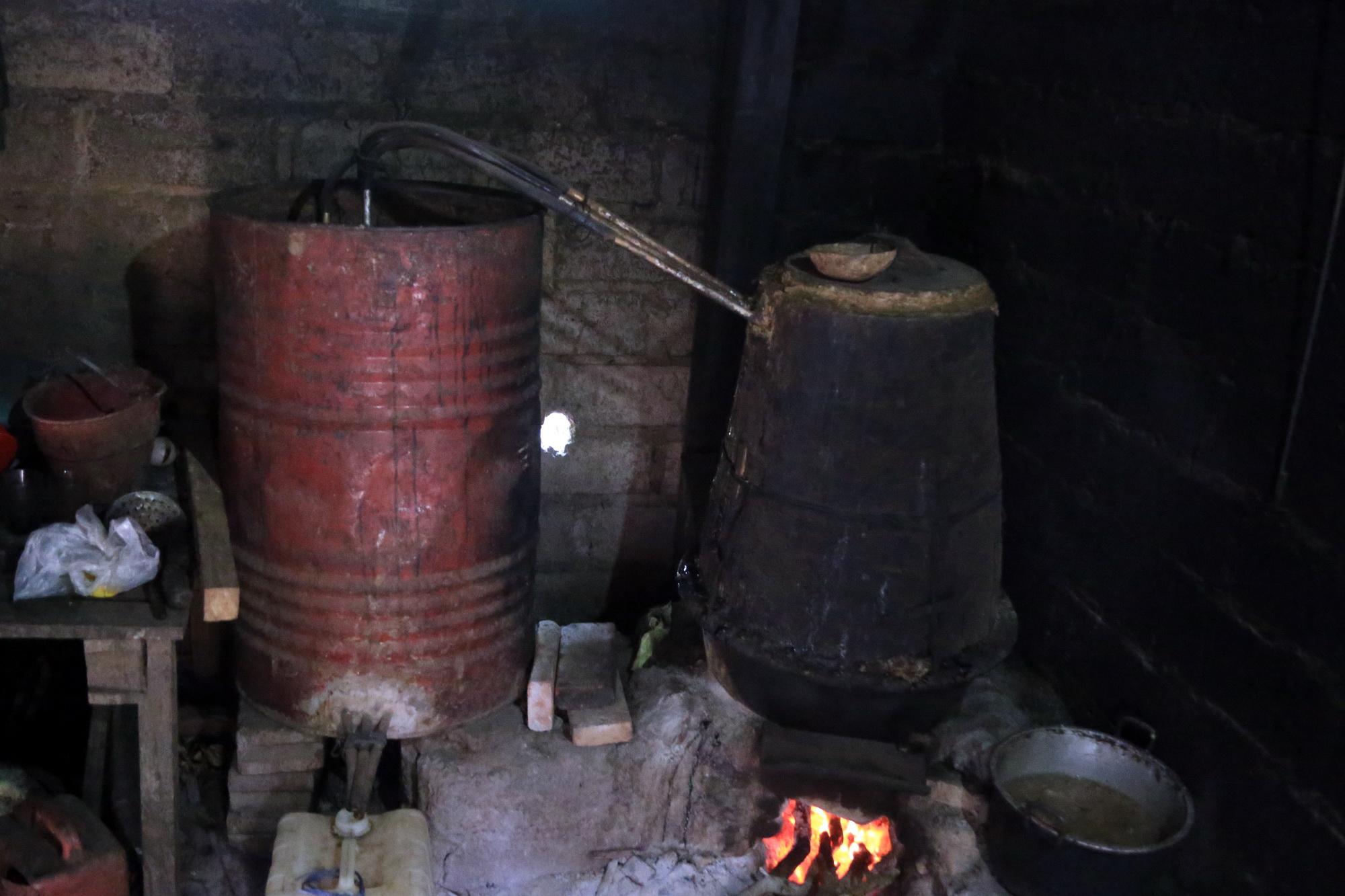 INDUSTRI rumah tangga minuman fermentasi khas Bali di Desa Besan. Foto: ketut bagus Arjana wira