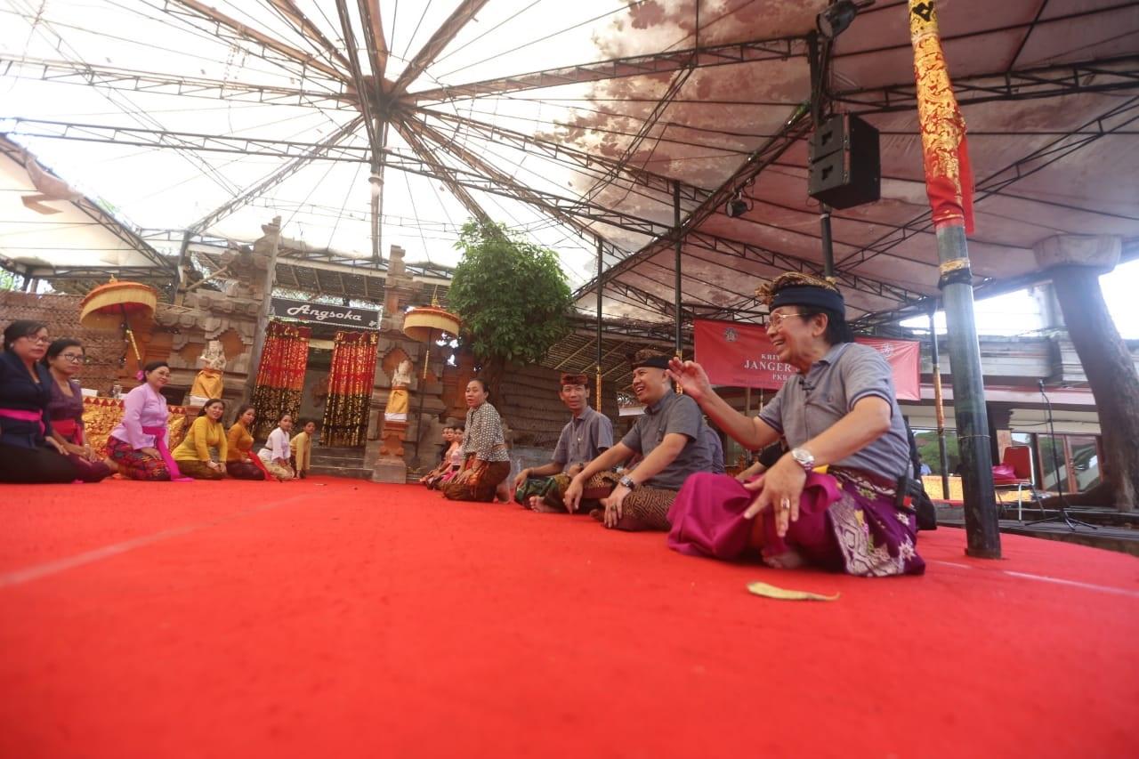 BUDAYAWAN Prof. I Made Bandem hadir sebagai narasumber kriyaloka (workshop) janger melampahan yang digelar di Taman Budaya Bali, Denpasar, Jumat (6/3/2020). Foto: istimewa