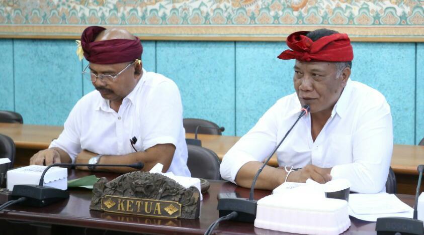 KETUA DPRD Klungkung, Anak Agung Gde Anom, SH (kanan). Foto: ketut bagus arjana wira p