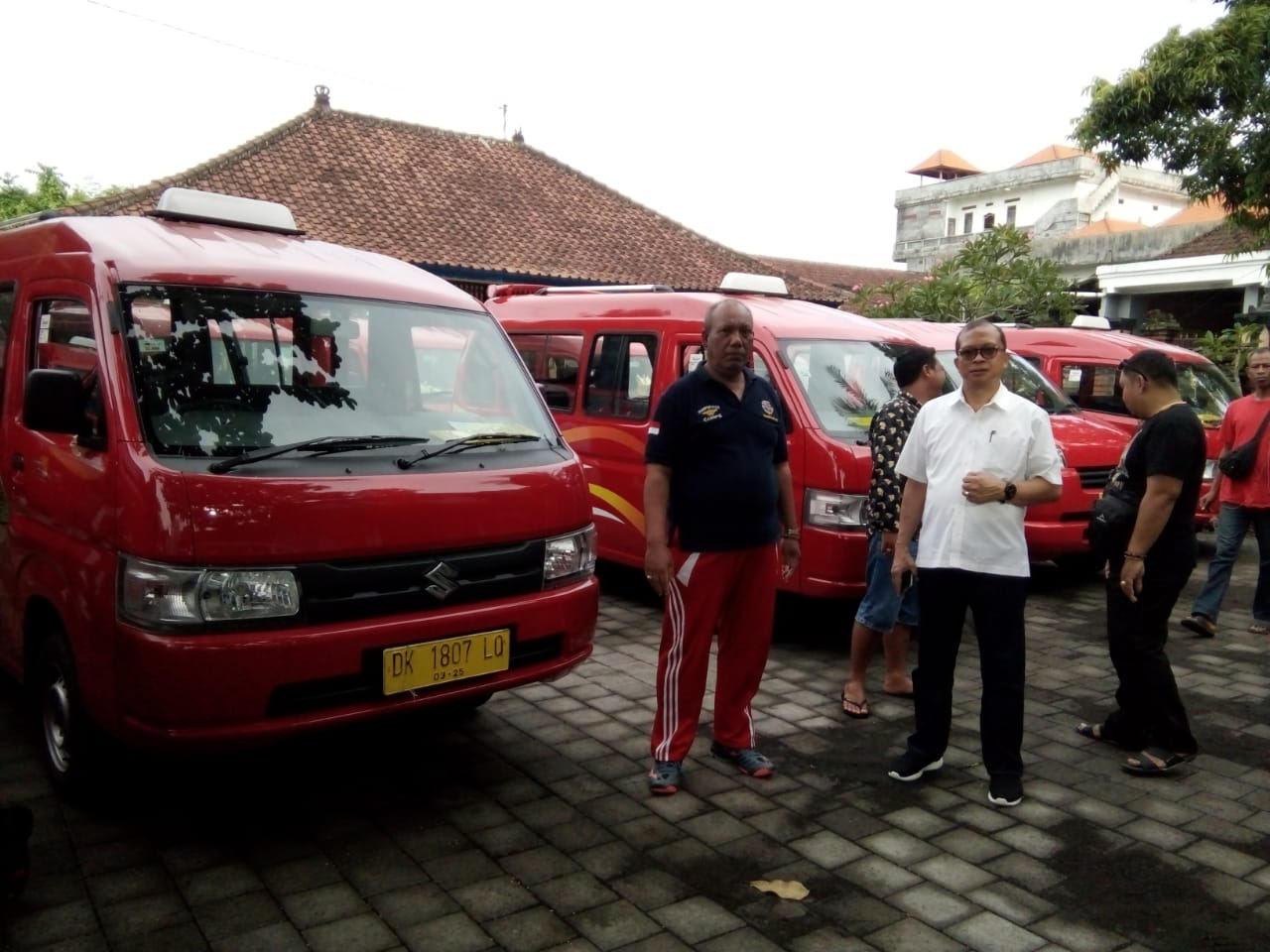 PELAKSANAAN KIR kolektif untuk angkutan siswa di Kantor Dishub Gianyar, Jumat (6/3/2020). Foto: kadek adiputra