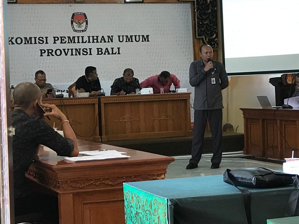RAPAT sosialisasi persiapan logistik Pilkada Serentak 2020 di KPU Bali. Foto: gus hendra