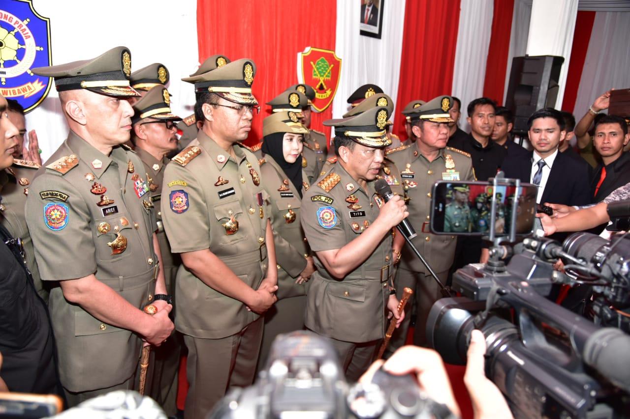 MENDAGRI Tito Karnavian saat memberikan keterangan pers pada wartawan usai menghadiri HUT Satpol PP dan Satlinmas di Eks Bandara Selaparang, Kota Mataram, Selasa (3/3/2020). Foto: Istimewa