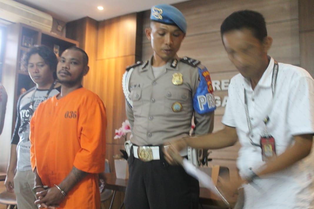 PELAKU HTP alis Hendrik pemuda asal Sumba, NTT, ditangkap polisi setelah dilaporkan menggorok leher rekannya sendiri Rangi Hukapati (Aris). Foto: nengah adi suda dharma
