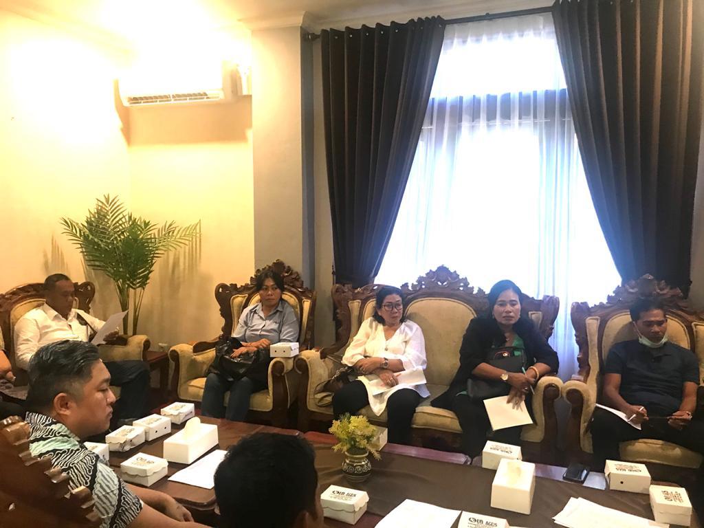 KETUA DPRD Kabupaten Klungkung, AA Gde Anom, melaksanakan rapat Banmus dengan anggota Banmus DPRD Kabupaten Klungkung, Selasa (17/3/2020). Foto: istimewa