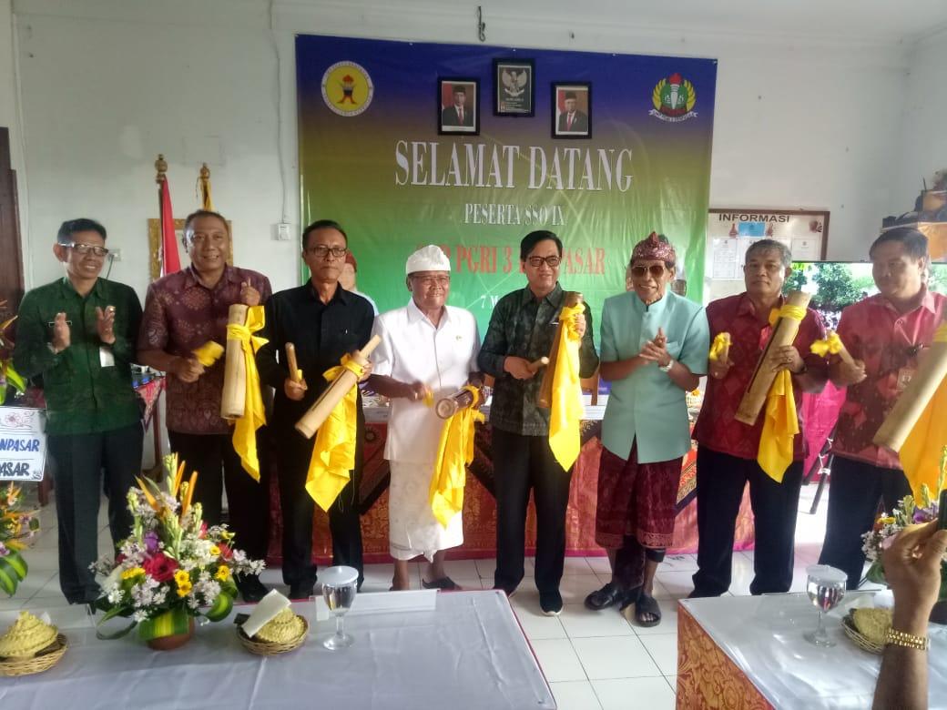 KADISDIKPORA Kota Denpasar, Wayan Gunawan, didampingi Made Suada, AA Gede Wiratama, dan Nengah Madiadnyana saat membuka Spiga Science Olympiad, Sabtu (7/3/2020). Foto: putra sasmitha