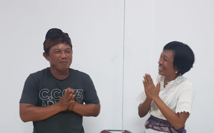 Ketua BPD, I Wayan Wijaya (kiri) dan Perbekel Lebih, Ni Wayan Geria Wahyuni usai rapat - POS BALI/ADI