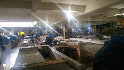 SUASANA Pasar Kidul Bangli pada Senin (30/3) pukul 12.00 Wita para pedagang sudah menutup dagangannya karena sepi pembeli. Foto: gia