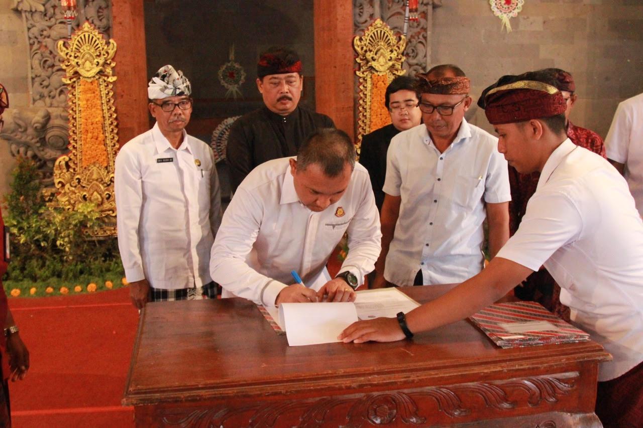 KEJARI Gianyar menandatangani nota kesepahaman dengan perbekel se-kabupaten Gianyar. Foto: istimewa