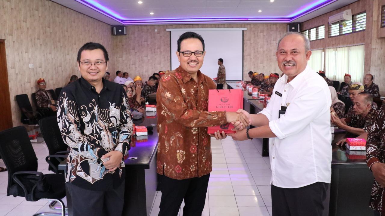 SEKDA Bangli, Ida Bagus Gde Giri Putra saat menerima rombongan Lembaga Pemberdayaan Masyarakat Kelurahan (LPMK) Yogyakarta, Rabu (11/3/2020). Foto: aa ngurah girinatha