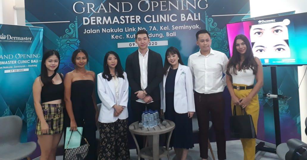 SEJUMLAH public figure berfto bersama dalam peresmian Demaster Cabang Bali, Senin (9/3/2020).