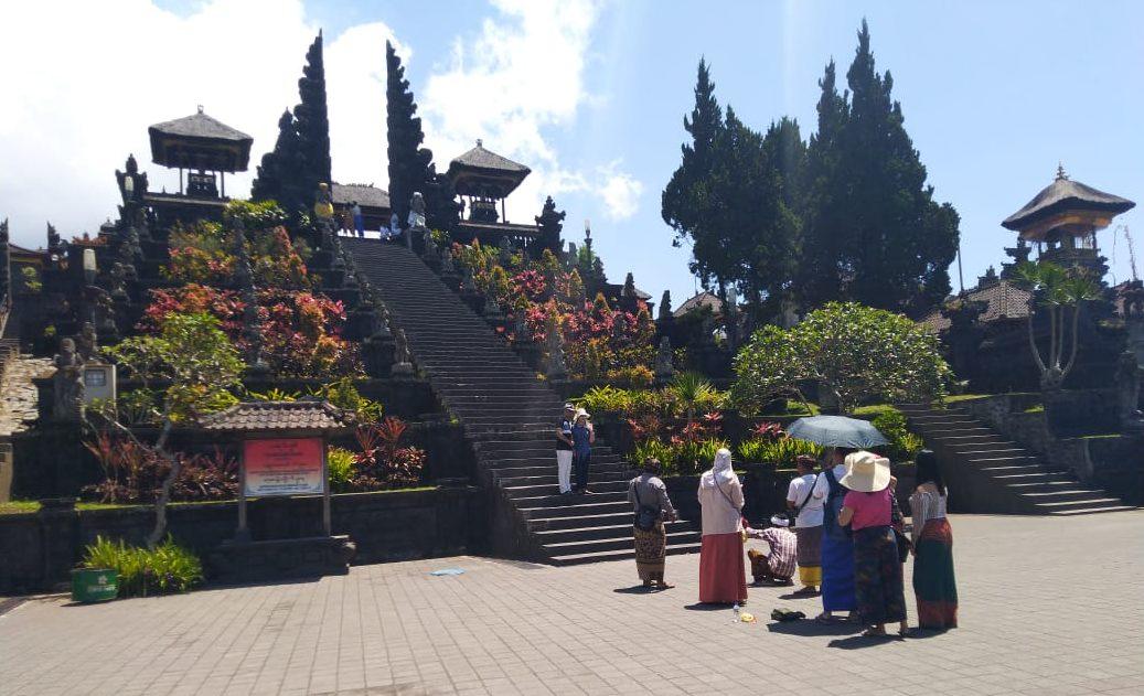 KAWASAN Pura Agung Besakih, Rendang, Kabupaten Karangasem, resmi ditutup sementara dari kunjungan wisatawan mulai Senin (23/3/2020). Foto: nad