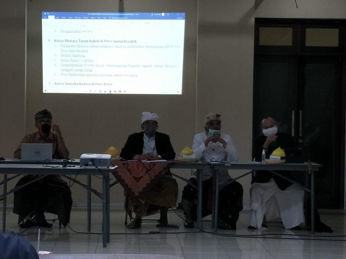 RAPAT terkait pelaksanaan panca yadnya yang digelar PHDI Bali dan MDA Bali. Foto: eri