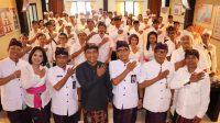 SEBANYAK 50 orang PPK se-Kabupaten Tabanan dilantik pada Jumat (28/2) oleh Ketua KPU Tabanan. Foto: Istimewa