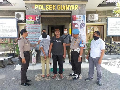 DUA pemuda pelaku pencurian di delapan TKP digiring ke Polsek Gianyar. Foto: istimewa