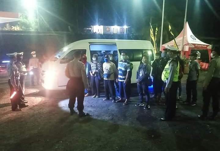JAJARAN Polres Tabanan kian mengetatkan pemeriksaan kendaraan bermotor di Pos PAM Sekat Selebih, Selemadeg Barat. Foto: ist
