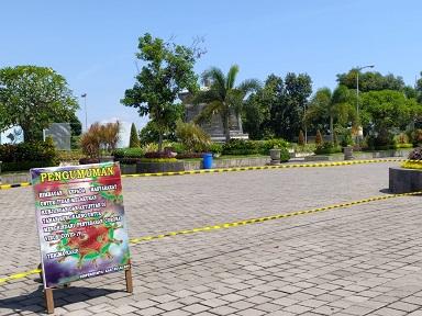 TAMPAK RTH Taman Bung Karno di wilayah Sukasada yang ditutup untuk sementara waktu untuk mencegah penyebaran Covid-19. Foto: rik