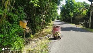 RUAS jalan Guliang Kangin yang menghubungkan Kabupaten Bangli-Gianyar, sejak lama jebol. Sayang, hingga kini jalan tersebut belum diperbaiki. Foto: gia