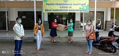 PC KMHDI Karangasem menyumbangkan 1.000 masker kepada Satgas Covid-19 RSUD Kabupaten Karangasem. Foto: nad