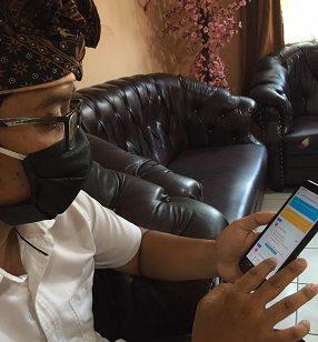 DI tengah wabah Corona ini, untuk memfasilitasi warga yang membutuhkan surat-surat dari perbekel/lurah, Dinas Komunikasi, Informatika dan Statistik Kota Denpasar menyiapkan aplikasi e-sewaka dharma mobile di tingkat desa/kelurahan. Foto: ist