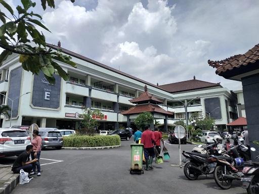 DELAPAN tenaga medis RSD Mangusada Badung kini kembali melaksanakan tugas. Setelah sebelumnya dikarantina di Yayasan Maha Bhoga Marga (MBM) di Jalan Raya Kapal, Kecamatan Mengwi serta telah dilakukan rapid test dengan hasil negatif. Foto: ist