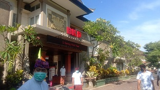 SUASANA di kantor BKD Provinsi Bali jelang pengambilan sumpah 767 PNS lewat video call, Senin (13/4/2020). Foto: alt