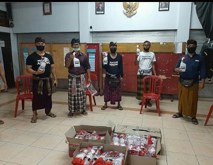 SATGAS Gotong Royong Covid-19 Banjar Ujung, Kelurahan Kesiman, langsung melancarkan aksi melaksanakan sosialiasasi cegah dini penyebaran Covid-19. Foto: ist
