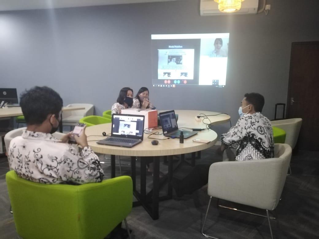 WORKSHOP pengembangan kemampuan guru di bidang IT di Disdikpora Bali. Foto : alt