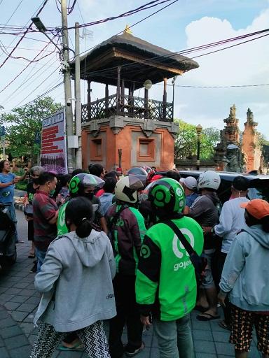 PEMKOT Denpasar mengimbau pembagian sembako disalurkan melalui Dinsos untuk menghindari kerumuman masyarakat di tengahy pandemi Covid-19. Foto: ist