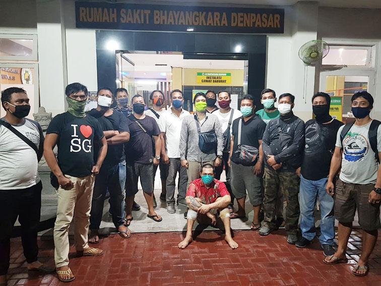 PELAKU Taufik Hidayat pencuri belasan laptop SMP PGRI 7 Denpasar diamankan polisi. Foto: Ist