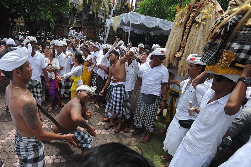 UPACARA nangluk mrana di Bali. Foto: ist