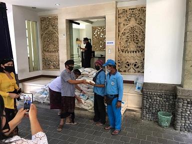 ASN Kopri Denpasar sumbang 6 ton beras bagi masyarakat terdampak Covid-19. Foto: ist