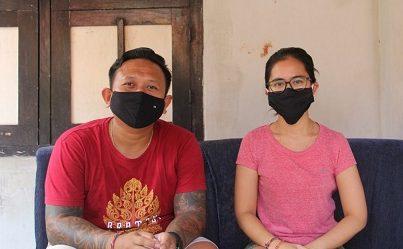 PASUTRI PMI Nyoman Erva (kiri) dan Windy Tresna (kanan) menceritakan pengalaman mereka dinyatakan positif ketika rapid test dan negatif saat swab test. Foto: ist