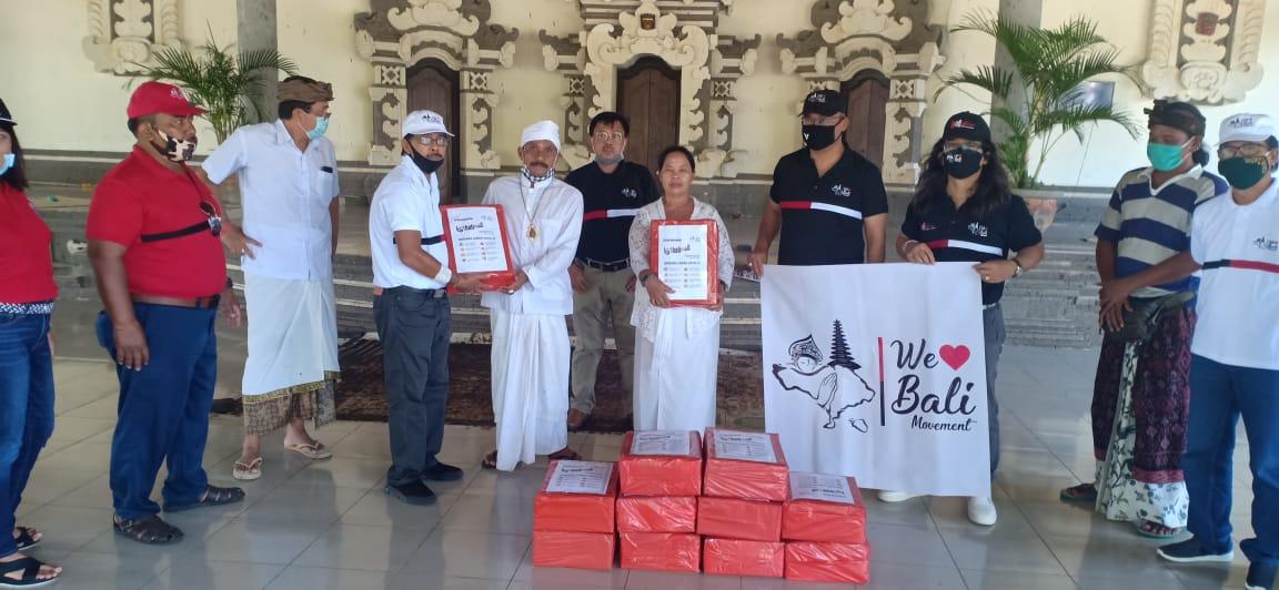 Suasana penyerahan sembako Pokli Pembangunan Gubernur Bali di Padangbai (Karangasem) dan Pura Goa Lawah (Klungkung)