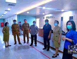DIREKTUR RSBM, dr. Bagus Darmayasa saat menerima kunjungan dari Dekan Fakultas Kedokteran Universitas Udayana Prof. dr. Ketut Suyasa. Foto: ist
