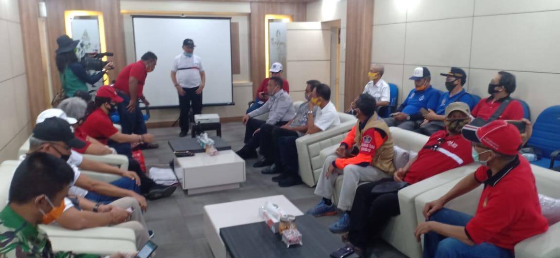SUASANA pertemuan Kelompok Ahli Pembangunan Bali bersama aparat Pelabuhan Gilimanuk. Foto: nar