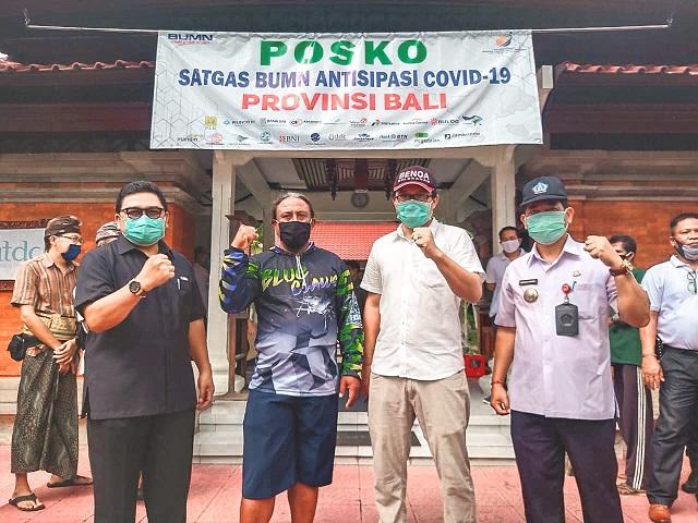 ITDC menyerahkan bantuan 300 paket semabko kepada masyarakat yang paling terdampak pandemi Covid-19 di tiga desa penyangga The Nusa Dua, yaitu Desa Adat Bualu, Peminge, dan Kampial di Kelurahan Benoa, Kecamatan Kuta Selatan. Foto: gay