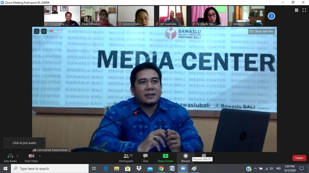 PARA peserta rapat teknis virtual Bawaslu Bali dengan narasumber Divisi Penindakan Bawaslu RI, Ratna Dewi Pettalolo, Kamis (14/5) lalu. Foto: Ist