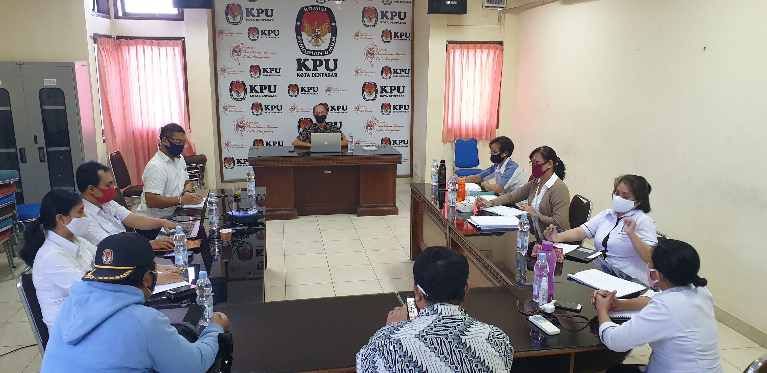 RAPAT pleno KPU Denpasar membahas tambahan anggaran Pilkada 2020, Senin (8/6/2020). Foto: gus hendra